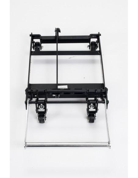 Sistema de movimentaciòn con usuario sentado (4 ruedas retráctiles operadas por una barra)