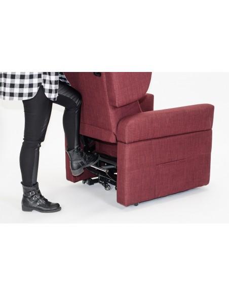Bewegungssystem mit sitzendem Benutzer (4 einziehbare Räder, die von einer Stange betätigt werden)